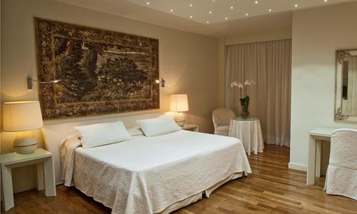 Arredamenti per bar su misura bordigato arredo for Arredamento camere hotel prezzi